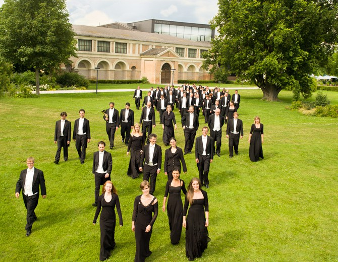 Meet the Tonkunstler Orchestra Niederösterreich at home, in Grafenegg, Lower Austria. It contributes to the rich summer programme as well as to the concert cycle «Schlossklänge».