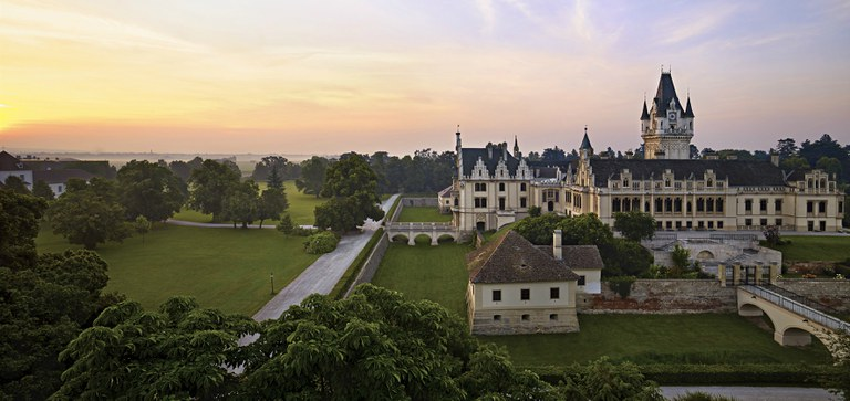 Press pictures of the castle Grafenegg and the park