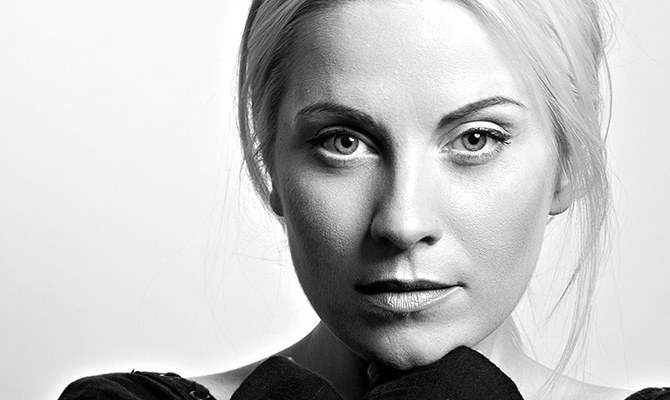 Louise Dearman © B & W Picture